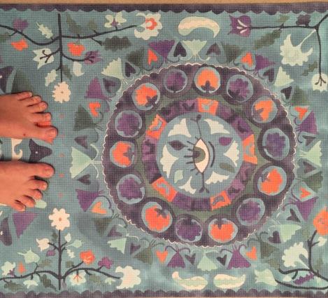 magic carpet feet headstand (c)cosmicgrape.com